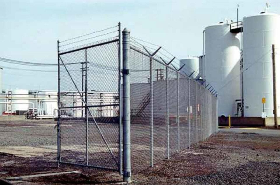 Galvanized Chain Link Fence With Double 3 Strand Barb Wire